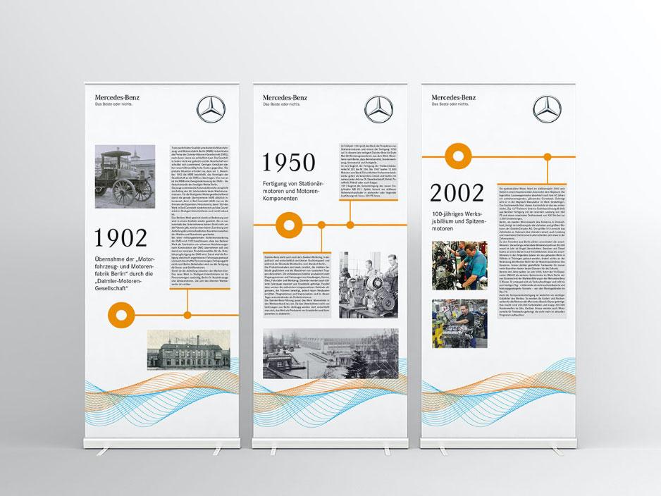 Mockup von drei Roll-Up-Banner für ein Mercedes-Benz Event auf weißem Hintergrund mit einem Zeitstrahl.